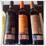Etiquetas conforme as regras do Conselho Regulador que indicam o tempo de envelhecimento do vinho.